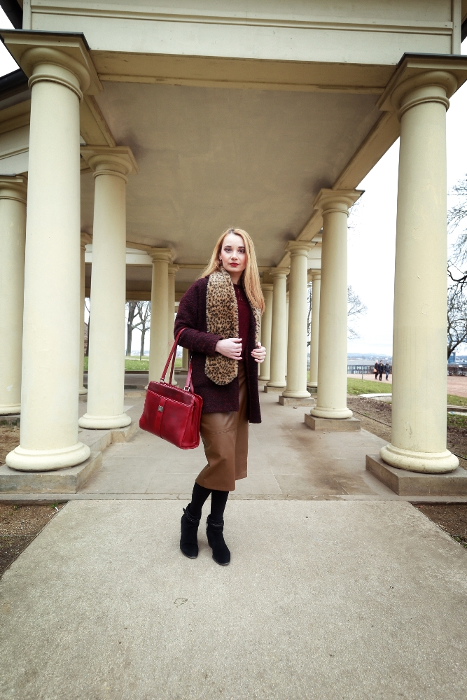 Burgundy_Coat_Brown_Midi_Skirt_Outfit_Columns_Brno_View