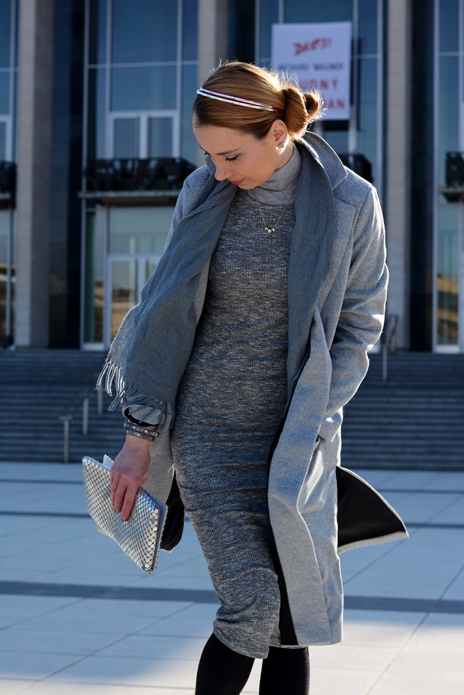 Monochromatic_outfit_grey_mididress_coat_silver_clutch