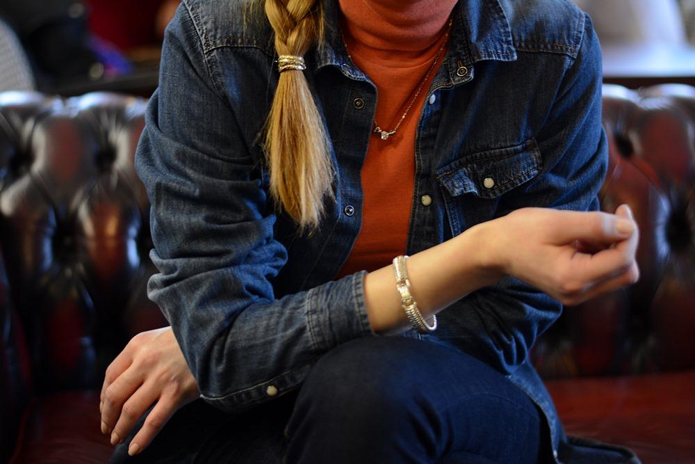 Denim_shirt_jeans_outfit_details