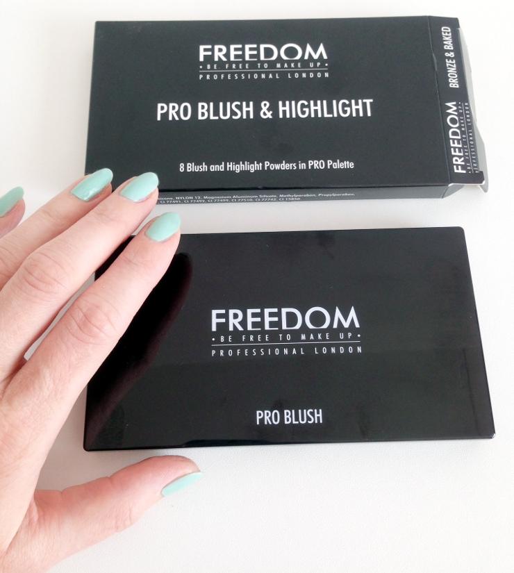 Freedom_Blush_Palette_Highlighter