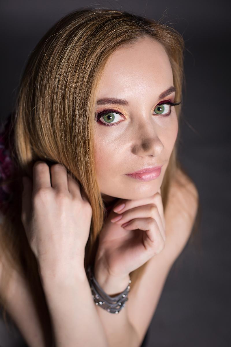 Wr_Lens_color_lenses_Esmeralda_portrait_makeup_2