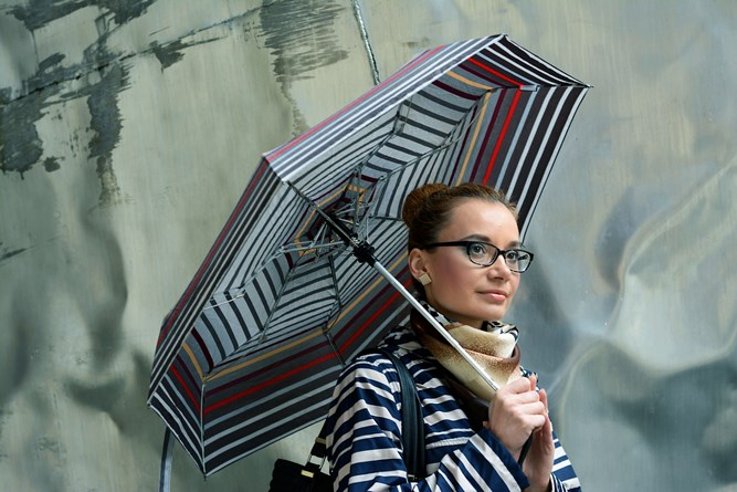 Doppler_umbrella_stripes_outfit