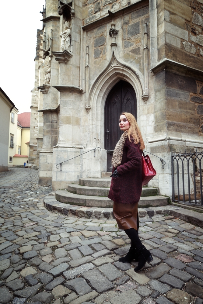 Brown_Midi_Skirt_Brno_Church_Gate