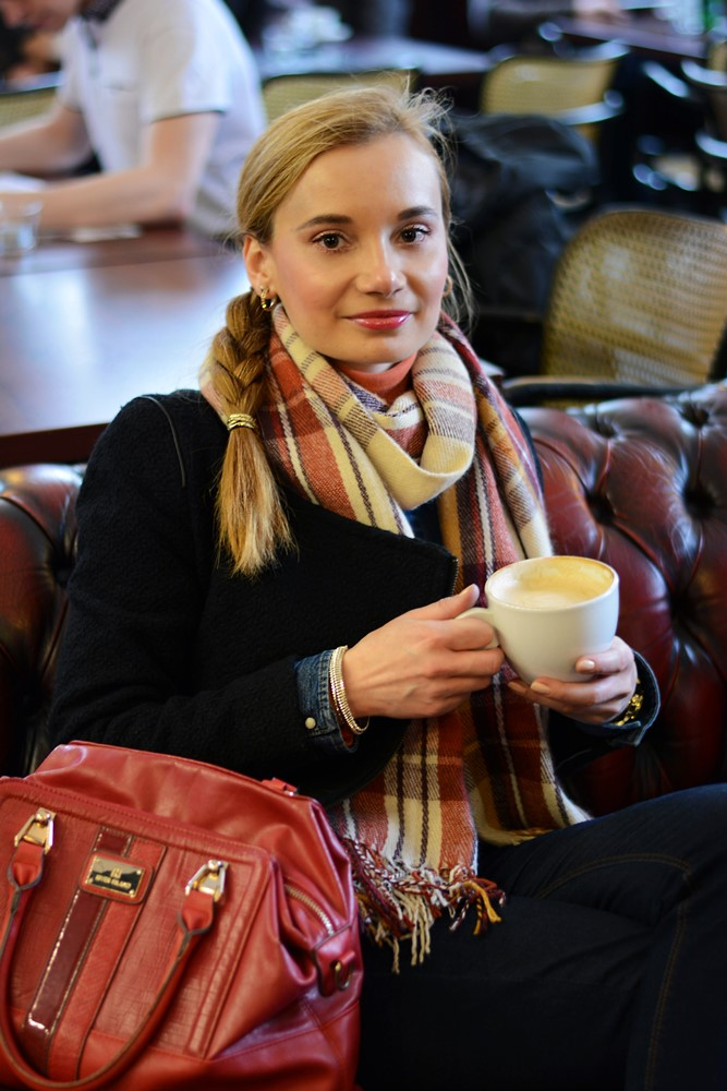 Capuccino_at_cafe_plaid_scarf