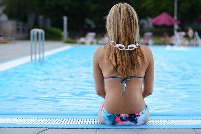 Blue_triangle_bikini_goggles
