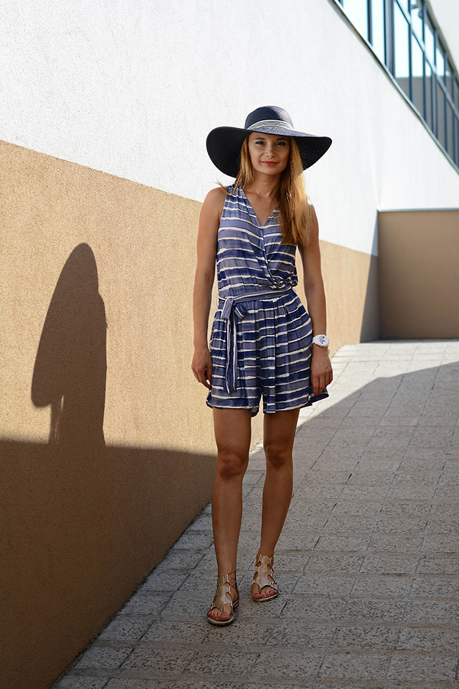 Chic_Cocktail_big_hat_and_striped_playsuit_outfit